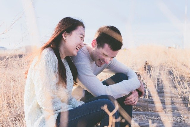 Speed Dating Zürich - Paar im Kornfeld